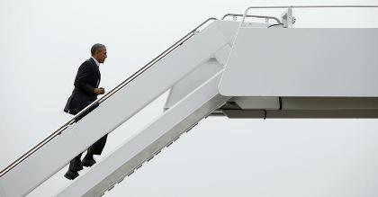 U.S. President Barack Obama boards Air Force One as he departs Joint Base Andrews in Washington November 29, 2015. Obama will be among the leaders attending the start of the Paris Climate Change Conference (COP21).REUTERS/Kevin Lamarque