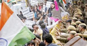 Police stop demonstrators
